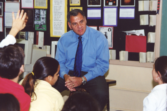 Ira Leesfield speaks to Sunset Elementary students on the Holocaust
